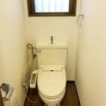 窓のあるトイレで解放感があります
