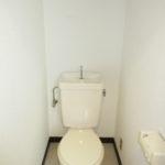 トイレの換気扇・照明も新品になります