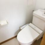 トイレは温水洗浄便座つきです