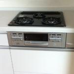 3口ガスコンロ・グリル付、食器洗浄乾燥機も付いています(キッチン)