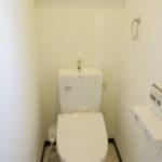 2階トイレ 温水洗浄便座です