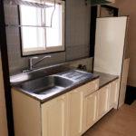 収納豊富なキッチン。2口コンロ設置可能です(キッチン)