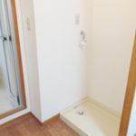 室内洗濯機置場 カーテンレール付きで脱衣所にもなります