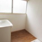 洗面所・室内洗濯機置場は2階です