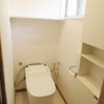 1階トイレは最新式のタンクレストイレです