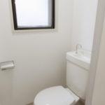トイレは便座とフロアが新品です